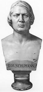 Büste Schumanns: Einzige Büste Robert Schumanns (48 cm hoch), geschaffen von dem Düsseldorfer Bildhauer Johann Peter Götting im Jahre 1853.