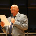 Manfred Hill verliest den Bericht der Schatzmeisterin I